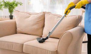 tips på att rengöra möbelklädsel